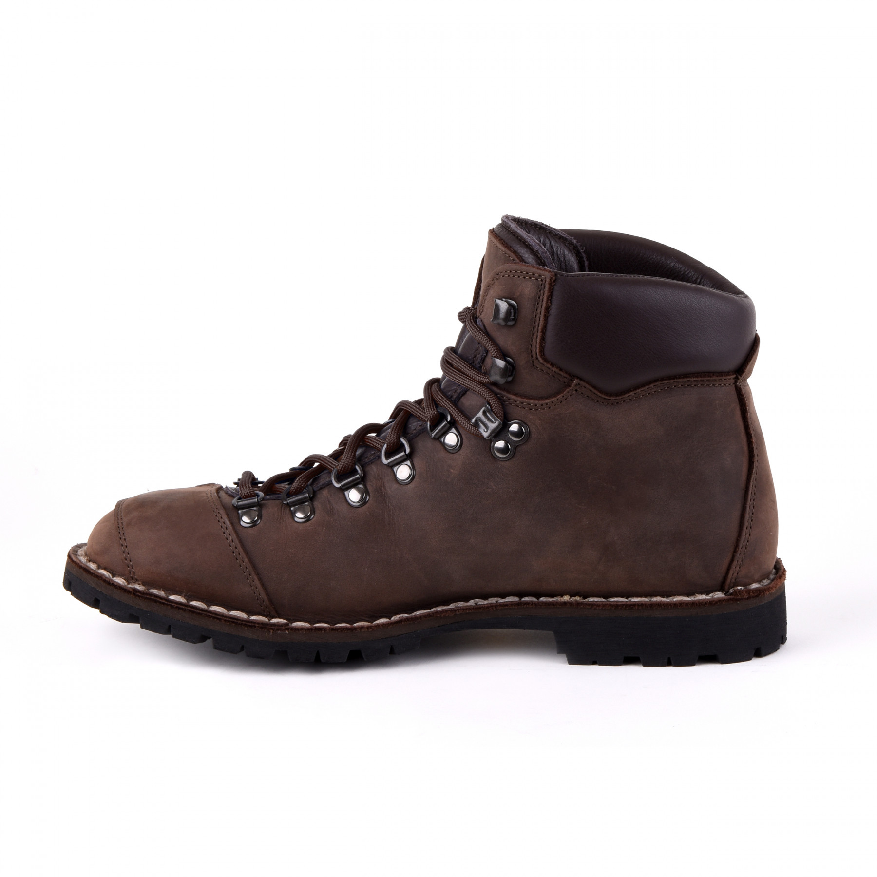 Outdoor boots from Magellan & Mulloy: 100% waterproof and